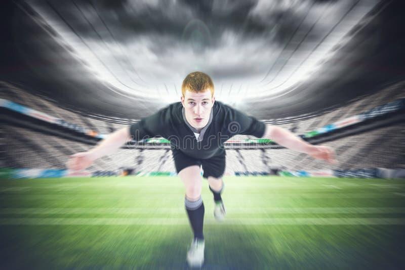 Составное изображение игрока рэгби решая оппонента стоковая фотография