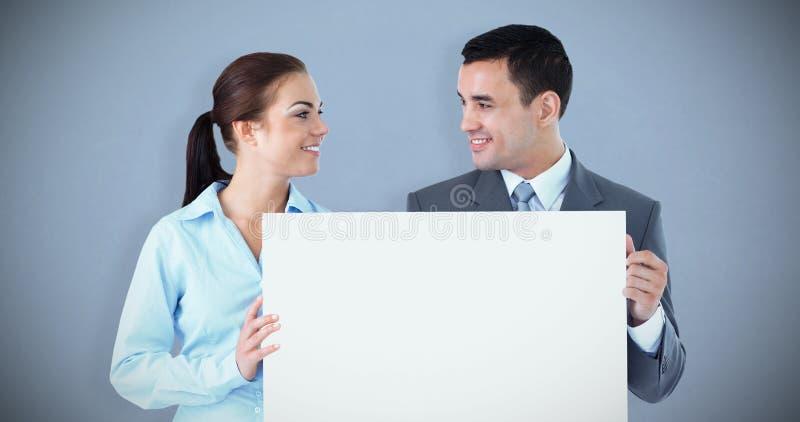 Составное изображение молодых деловых партнеров представляя знак стоковые фото
