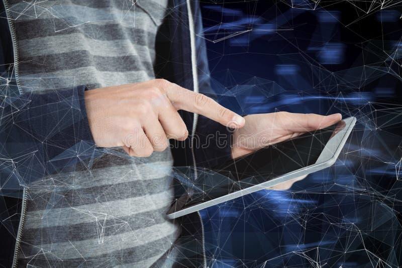 Составное изображение подрезанного изображения человека используя планшет стоковое фото