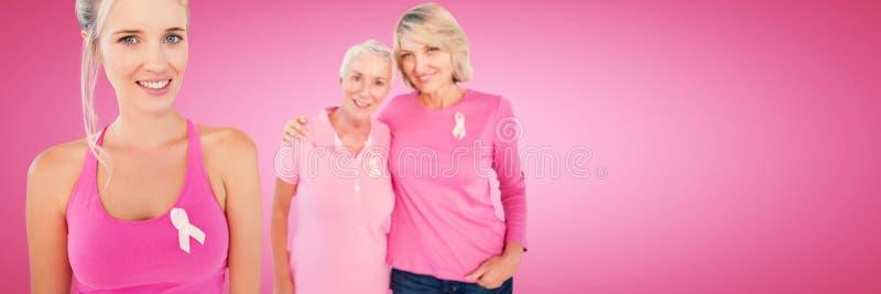 Составное изображение портрета дочерей с осведомленностью рака молочной железы матери поддерживая стоковая фотография