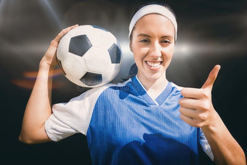 Составное изображение портрета счастливого футболиста женщины держа футбол стоковая фотография rf