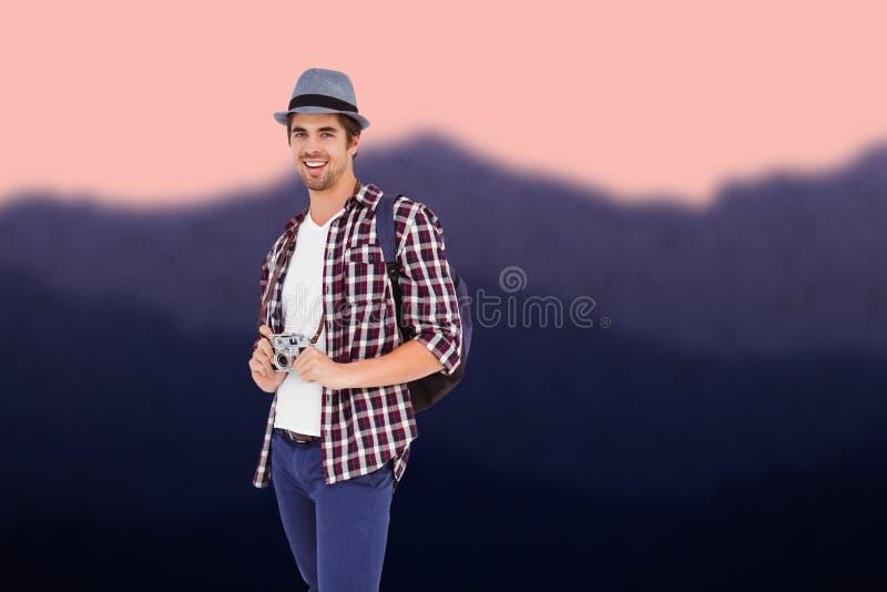 Составное изображение портрета счастливого человека держа камеру стоковое фото