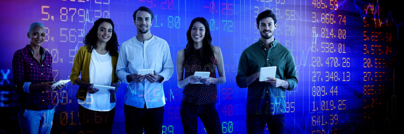 Составное изображение портрета уверенно бизнесменов держа планшеты стоковая фотография