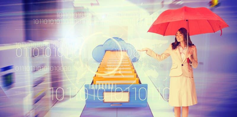 Составное изображение привлекательной коммерсантки держа красный зонтик стоковое фото rf