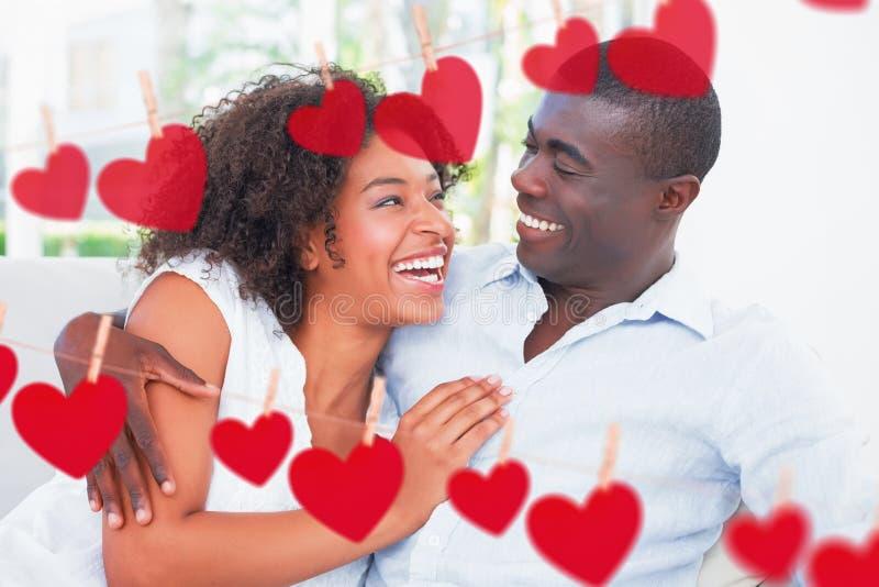 Составное изображение привлекательных пар прижимаясь на кресле иллюстрация штока