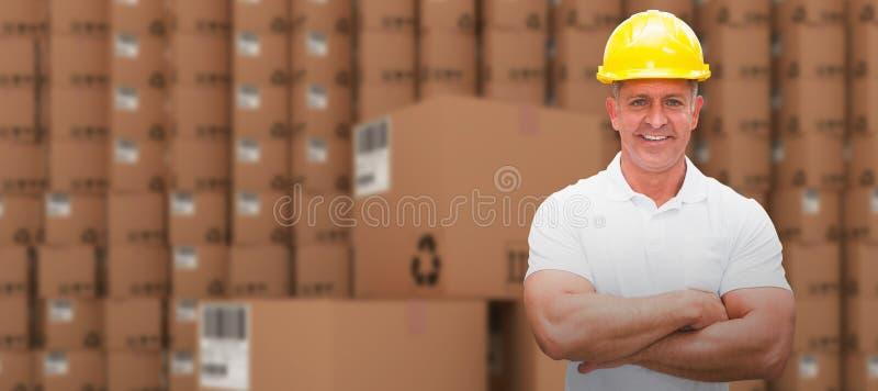 Составное изображение работника нося трудную шляпу в складе стоковые фото