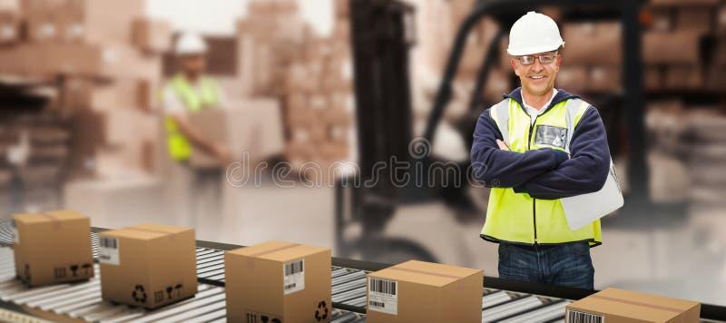 Составное изображение работника нося трудную шляпу в складе стоковое фото rf