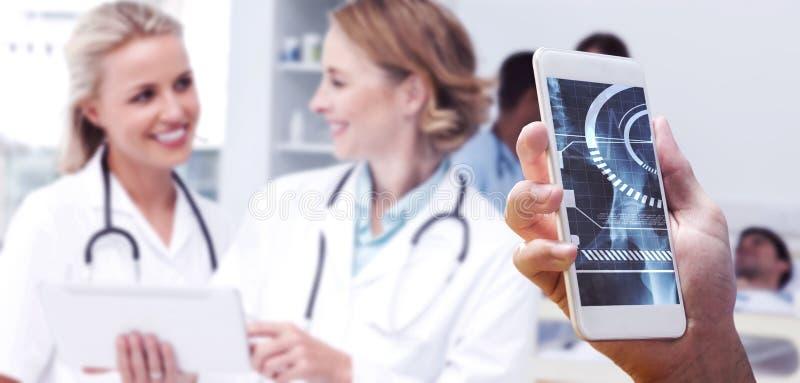 Составное изображение руки держа smartphone стоковое фото