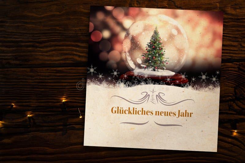 Составное изображение составного изображения рождественской елки в глобусе снега стоковые фото