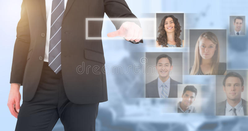 Составное изображение среднего бизнесмена раздела указывая с его пальцем стоковое изображение