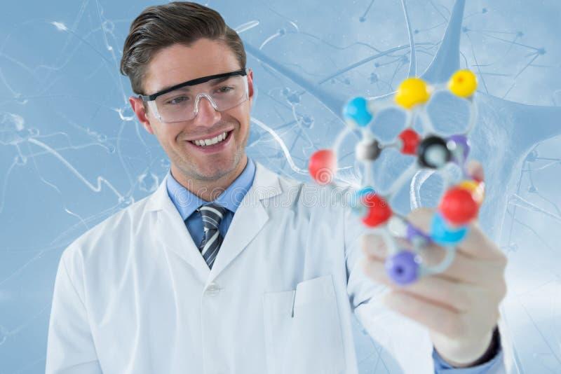 Составное изображение структуры 3d молекулы счастливого ученого экспериментируя стоковые фото