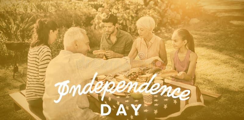 Составное изображение текста Дня независимости против белой предпосылки иллюстрация штока