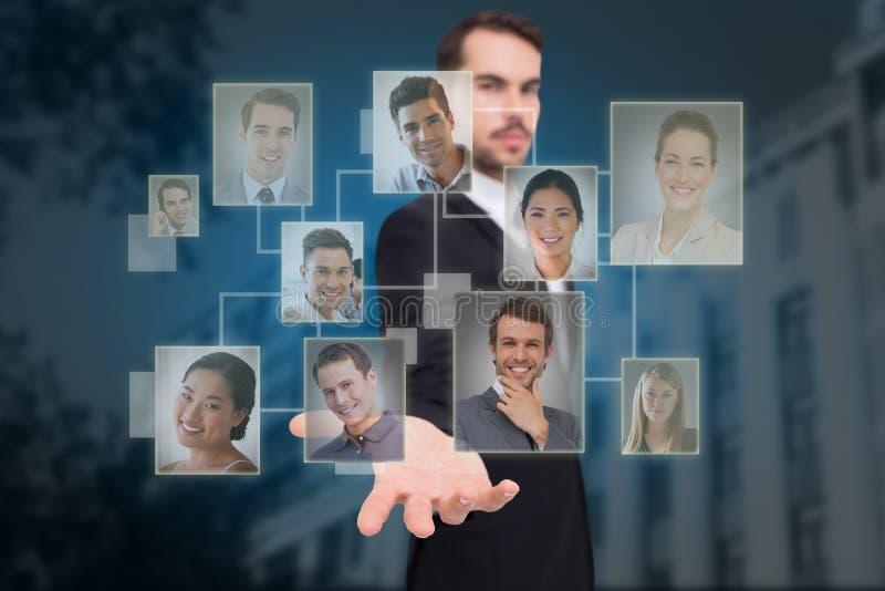 Составное изображение усмехаясь бизнесмена предлагая что-то с его открытой рукой стоковые фотографии rf