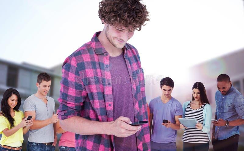 Составное изображение усмехаясь красивого человека используя мобильный телефон стоковая фотография