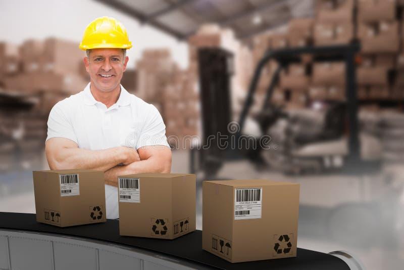 Составное изображение 3d работника нося трудную шляпу в складе стоковое изображение