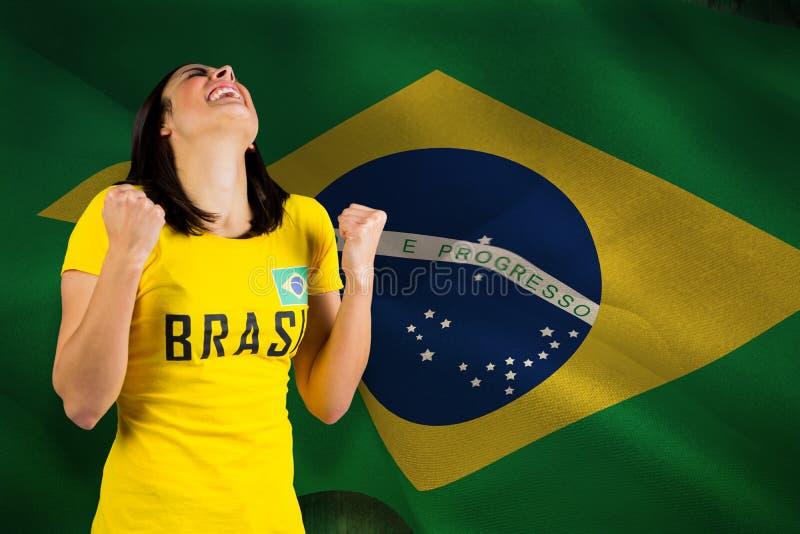 Составное изображение excited футбольного болельщика в футболке Бразилии стоковое изображение rf