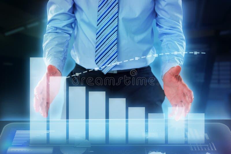 Составное изображение midsection бизнесмена претендуя держать незримый объект бесплатная иллюстрация