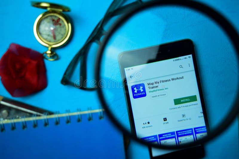 Составьте карту мое приложение dev тренера разминки фитнеса с увеличивать на экране смартфона стоковое изображение