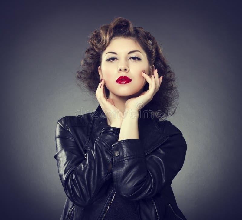Составьте принципиальную схему способ стороны красотки составляет женщину стоковая фотография