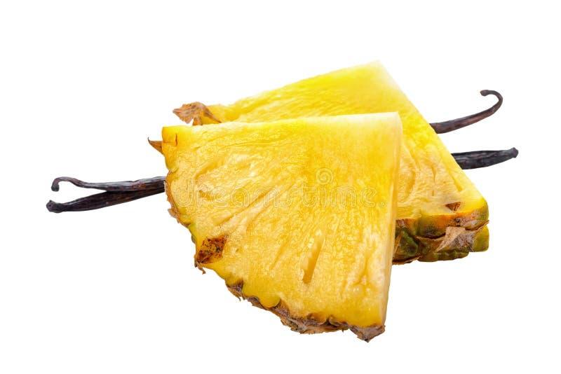 Состав ванильных стручков при отрезанный зрелый изолированный ананас стоковое изображение rf