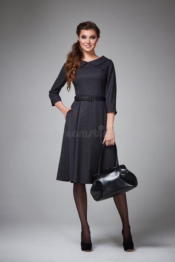 Состав вечера бизнес-леди одевает для встреч и прогулок стоковое изображение rf