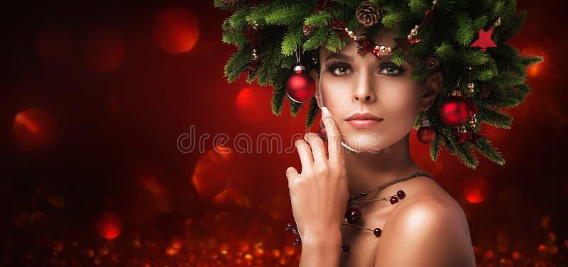 Состав девушки рождества Стиль причёсок зимы стоковые изображения