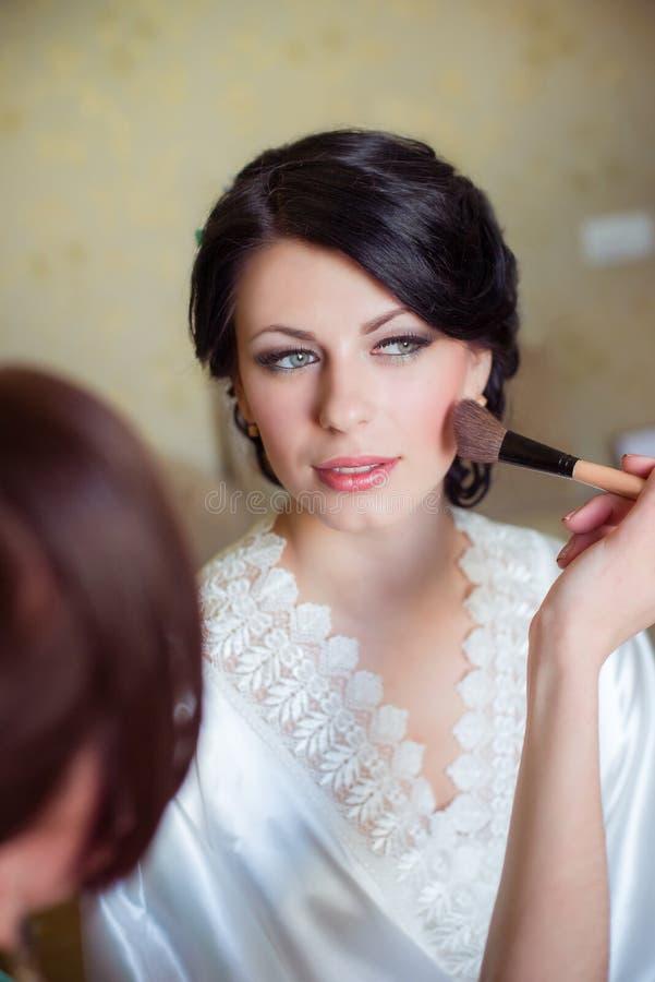 Состав невесты прикладной в утре стоковая фотография rf
