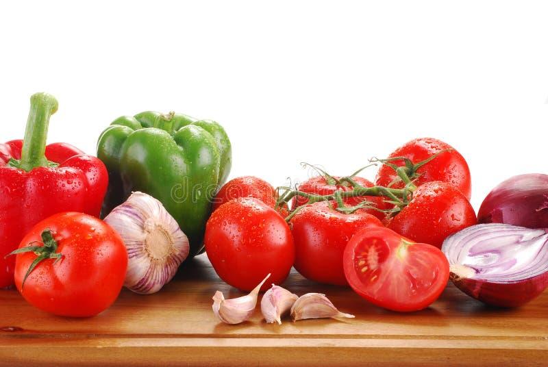 Download Состав при сырцовые овощи изолированные на белизне Стоковое Изображение - изображение насчитывающей vegetarian, aiders: 17603585