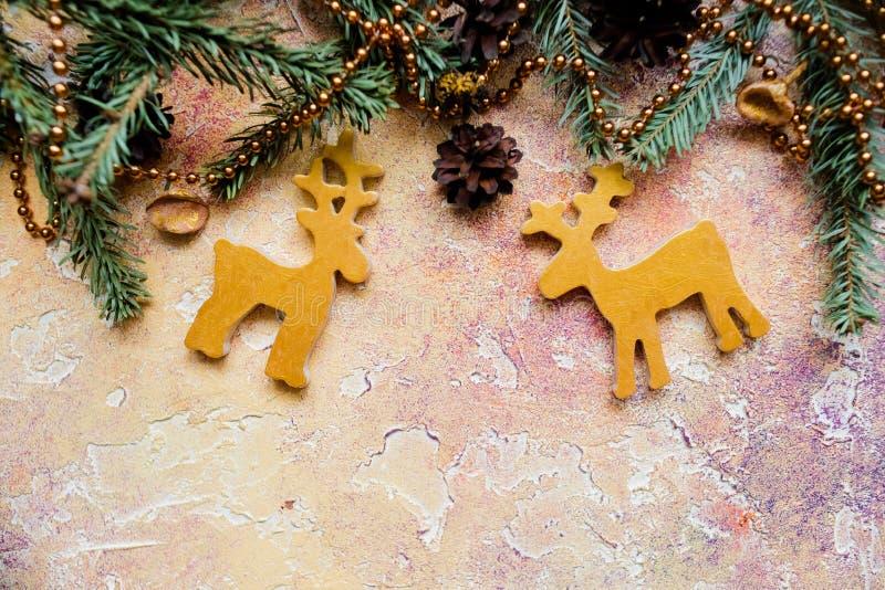 Состав рождества с оленями, звездами и елью разветвляет Предпосылка Нового Года для представления работы или текста красивейше стоковая фотография rf