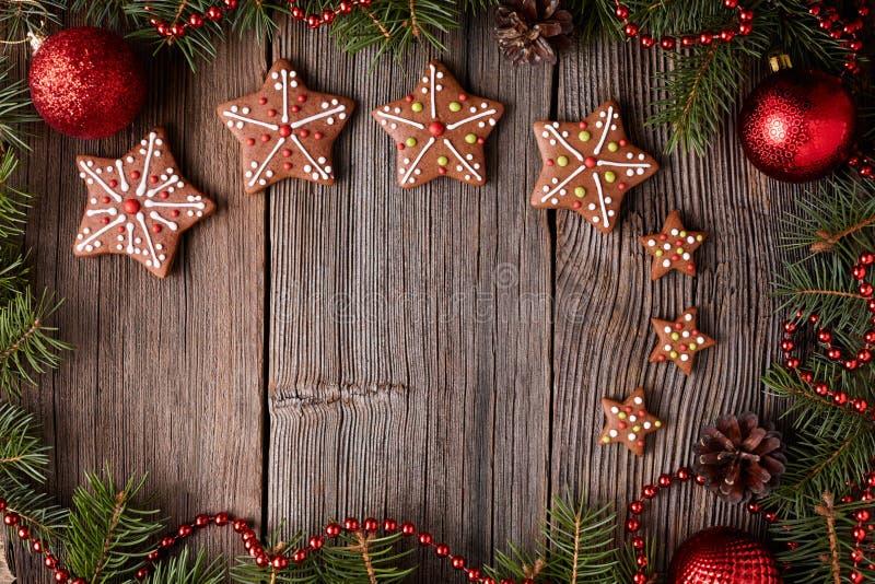 Состав рождества печений звезды пряника внутри стоковые изображения