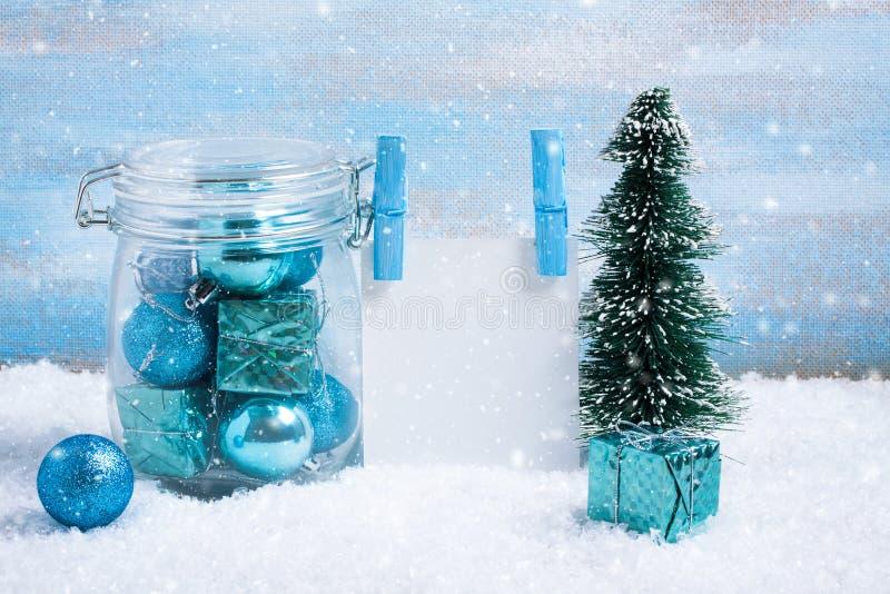 Download Состав рождества: украшения, дерево, подарок и фото Стоковое Фото - изображение насчитывающей ново, космос: 81803348
