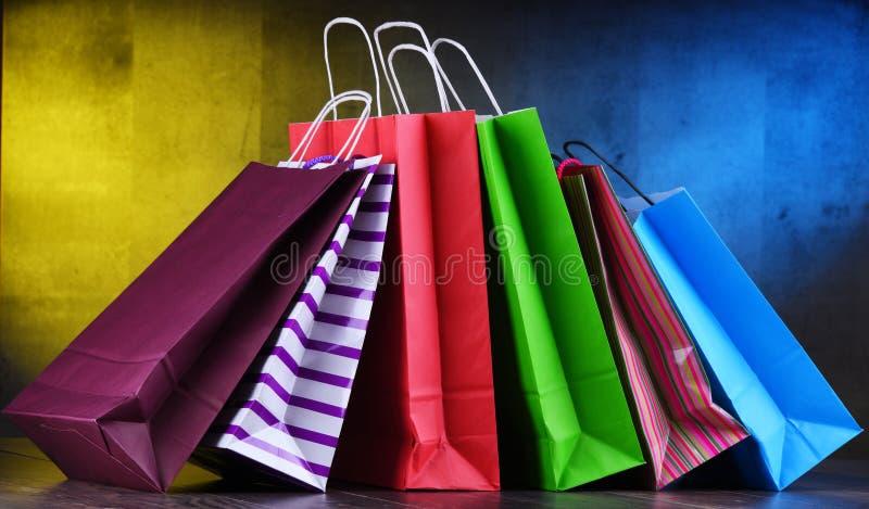 Состав с красочными бумажными хозяйственными сумками стоковая фотография rf
