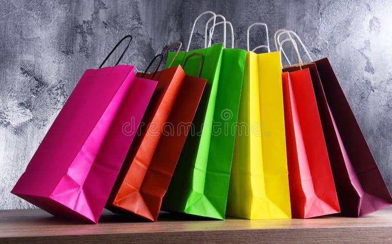 Состав с красочными бумажными хозяйственными сумками стоковое изображение rf