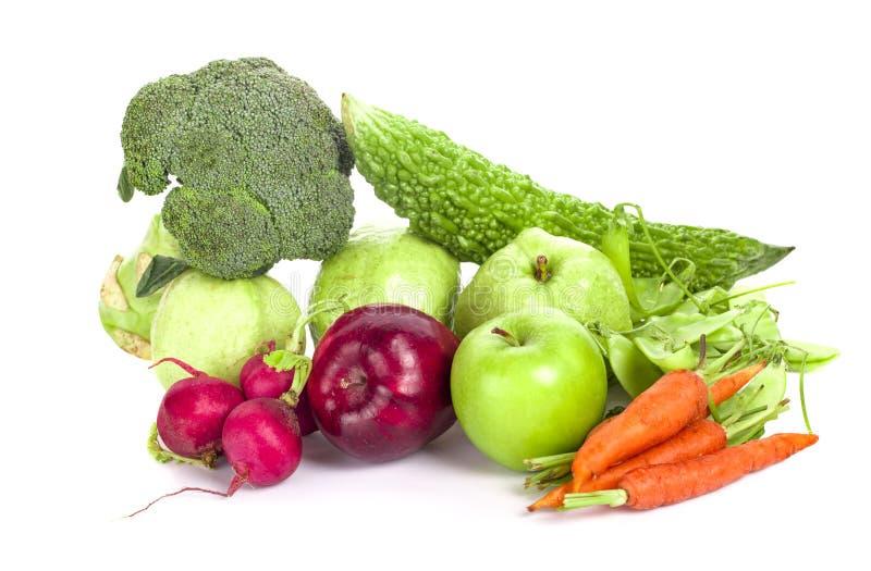 Состав с овощами и плодоовощами iisolated на белизне стоковые изображения rf