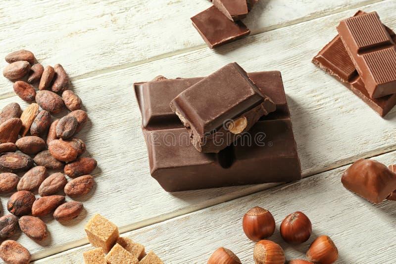 Состав с шоколадом, бобы кака, стоковое фото rf