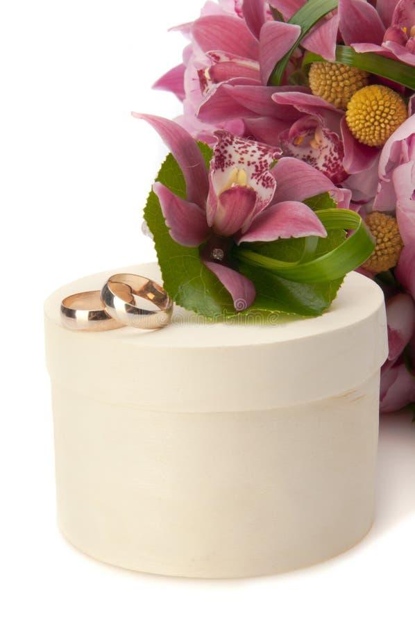 состав цветет кольца лепестков wedding белизна стоковое фото rf