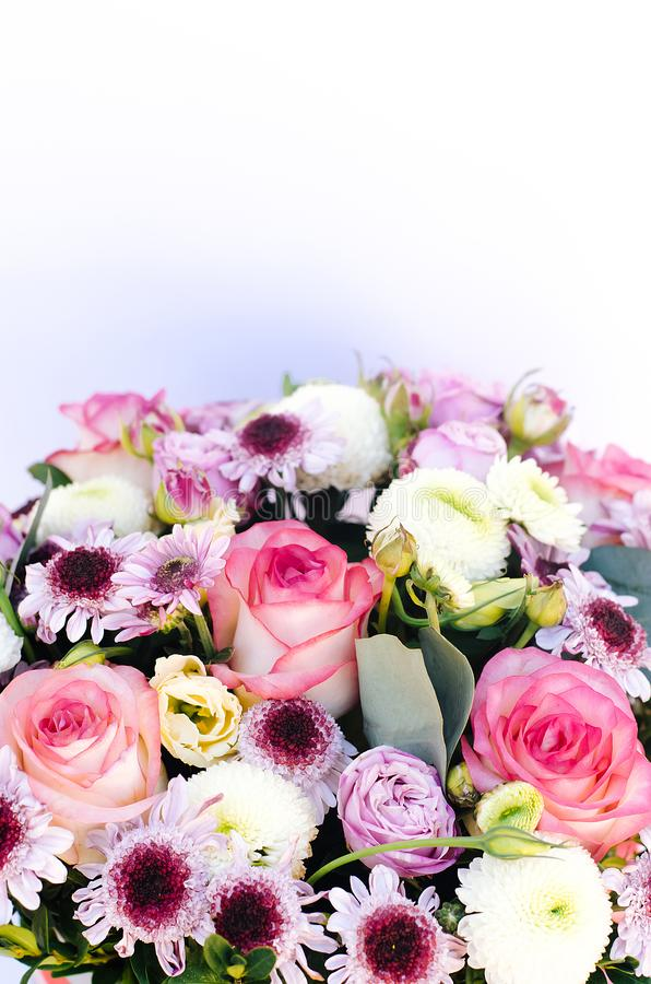 Состав цветков на верхней части стоковая фотография