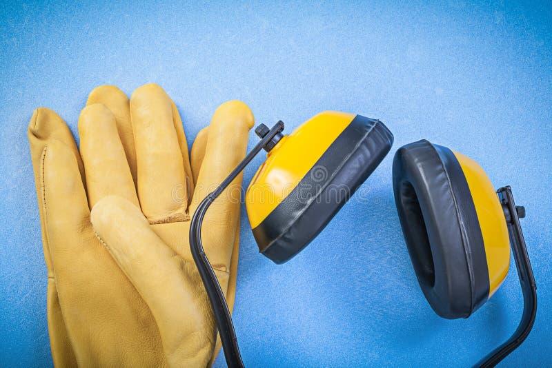 Состав workwear безопасности на голубой конструкции c предпосылки стоковые изображения rf