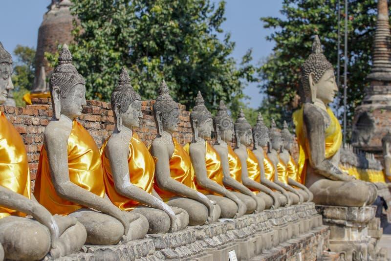 Состояние Будды в старом старом виске на районе Таиланде парка ayutthaya историческом стоковые изображения rf