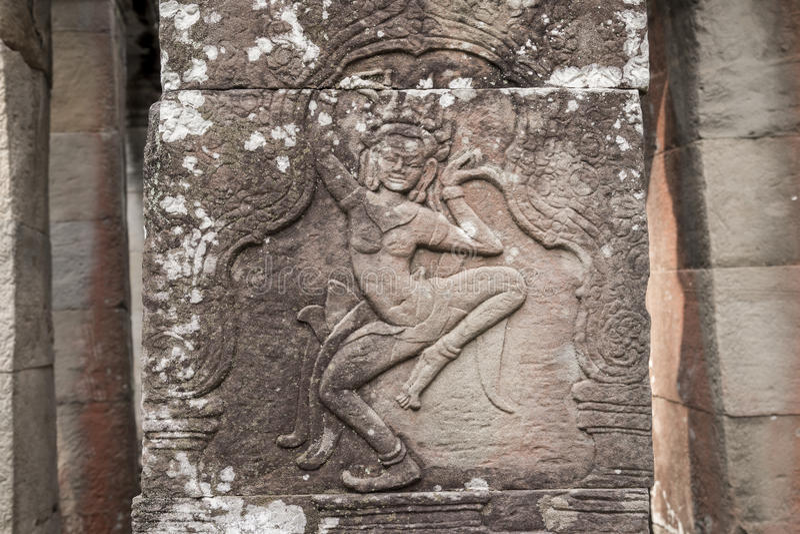 Состояние резного изображения Apsara на стене виска Angkor, herit мира стоковые фотографии rf
