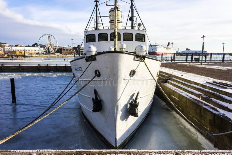 Состыкованная шлюпка в Хельсинки стоковое изображение