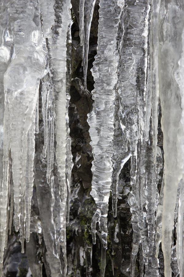 Сосульки на утесах подземелья горы стоковая фотография
