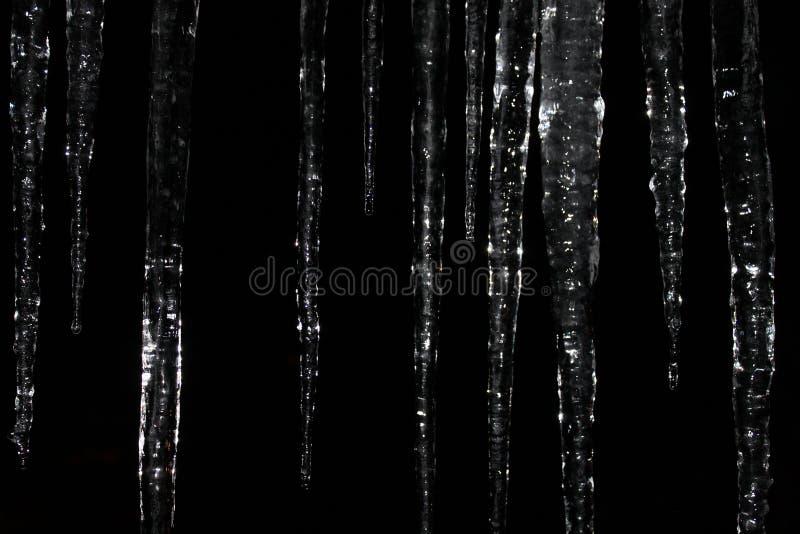 Сосульки на ноче стоковые изображения rf