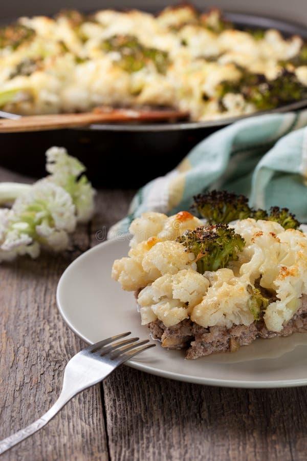 Сотейник брокколи и цветной капусты стоковое изображение rf
