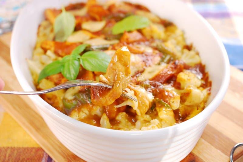 Сотейник цыпленка карри с цветной капустой и картошкой стоковое фото rf