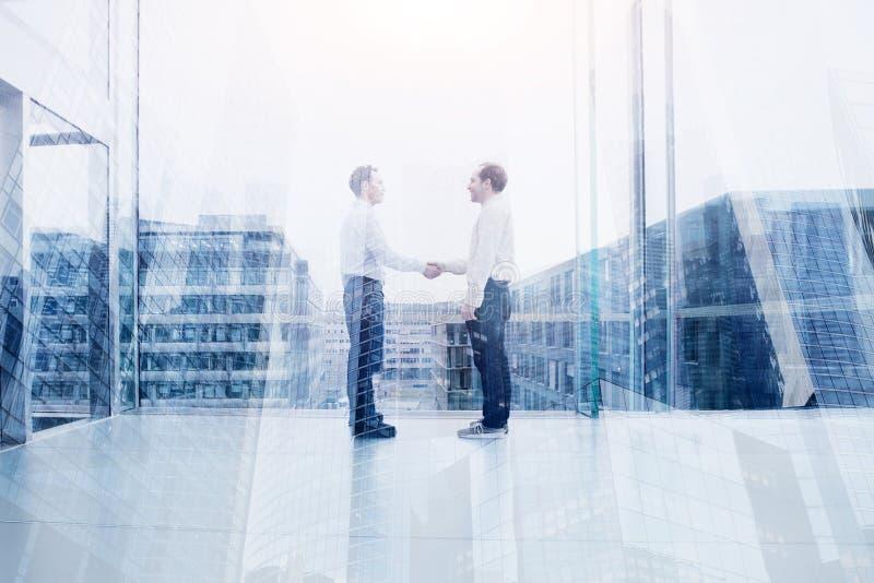 Сотрудничество, коммерческая сделка или концепция сотрудничества стоковая фотография