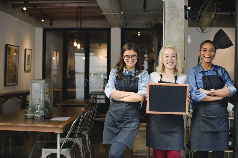 Сотрудника кофейни пролома концепция вскользь жизнерадостная стоковые изображения