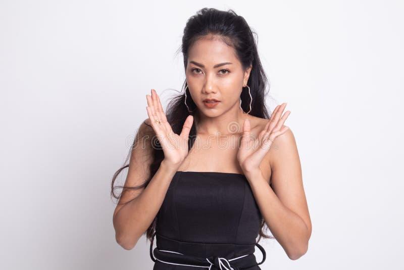 Сотрясенная молодая азиатская женщина стоковые фото