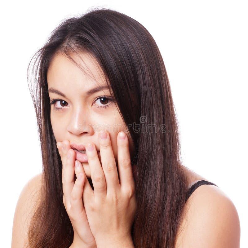 Сотрясенная молодая азиатская женщина стоковое изображение rf