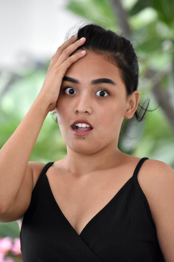 Сотрясенный женский юноша стоковые изображения rf